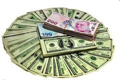 Κύκλος των δολαρίων σε ένα άσπρο υπόβαθρο Στοκ εικόνες με δικαίωμα ελεύθερης χρήσης