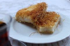 Τουρκική εθνική γλυκύτητα αλευριού Kataify πιάτων Στοκ φωτογραφία με δικαίωμα ελεύθερης χρήσης