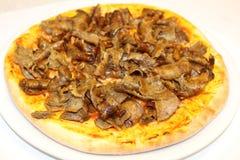 Τουρκική πίτσα kebab Τουρκική πίτσα κρέατος Τουρκικά τρόφιμα Στοκ φωτογραφία με δικαίωμα ελεύθερης χρήσης