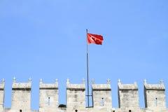 Τουρκική σημαία επάνω από τους τουρκικούς γύρους ` από τους τοπικούς οδηγούς ` στοκ φωτογραφίες