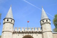 Τουρκική σημαία επάνω από τους τουρκικούς γύρους ` από τους τοπικούς οδηγούς ` στοκ φωτογραφίες με δικαίωμα ελεύθερης χρήσης