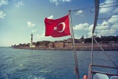 Τουρκική σημαία στη Ιστανμπούλ Στοκ φωτογραφία με δικαίωμα ελεύθερης χρήσης