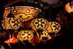Τουρκικοί διακοσμητικοί λαμπτήρες λαμπτήρων σε μεγάλο Bazaar στη Ιστανμπούλ, Τούρκος Στοκ Φωτογραφία