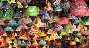 Τουρκικοί διακοσμητικοί ζωηρόχρωμοι λαμπτήρες Στοκ Φωτογραφίες