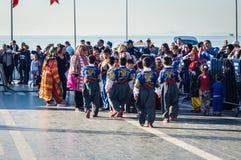Τουρκικοί λαϊκοί χορευτές στην εθνικές κυριαρχία και την ημέρα παιδιών ` s - Τουρκία Στοκ φωτογραφία με δικαίωμα ελεύθερης χρήσης