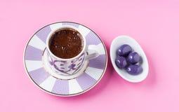 Τουρκικός καφές και ζαχαρωμένη σοκολάτα Στοκ Φωτογραφία