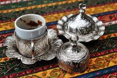 Τουρκικός καφές με το παραδοσιακό φλυτζάνι Στοκ Φωτογραφία