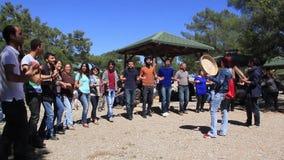 Τουρκικός παραδοσιακός χορός χορού ανθρώπων halay φιλμ μικρού μήκους