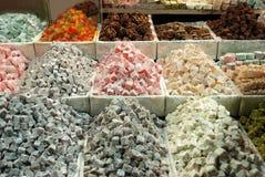 Τουρκικό απόλαυση ή lokum στις διαφορετικές γεύσεις στοκ εικόνα