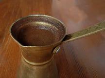 Τουρκικό ελληνικό ύφος καφέ καυτό στο briki ` ` Στοκ Φωτογραφίες