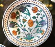 Τουρκικό πιάτο αγγειοπλαστικής Iznik arabesque κεραμικό Στοκ φωτογραφία με δικαίωμα ελεύθερης χρήσης