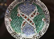 Τουρκικό πιάτο αγγειοπλαστικής Iznik arabesque κεραμικό Στοκ Φωτογραφίες