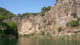Τουρκικό ταξίδι ποταμών κατά μήκος του πράσινου δύσκολου βίντεο ακτών Dalyan φιλμ μικρού μήκους
