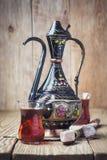 Τουρκικό τσάι με τα ασιατικά γλυκά Στοκ Φωτογραφίες