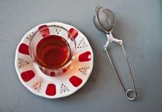 Τουρκικό τσάι στο παραδοσιακό γυαλί Στοκ φωτογραφίες με δικαίωμα ελεύθερης χρήσης