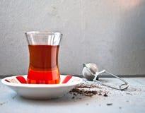 Τουρκικό τσάι στο παραδοσιακό γυαλί Στοκ Φωτογραφία