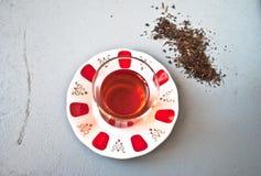 Τουρκικό τσάι στο παραδοσιακό γυαλί Στοκ εικόνες με δικαίωμα ελεύθερης χρήσης
