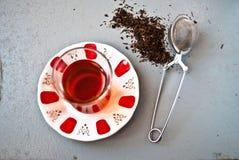 Τουρκικό τσάι στο παραδοσιακό γυαλί Στοκ εικόνα με δικαίωμα ελεύθερης χρήσης