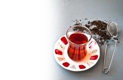 Τουρκικό τσάι στο παραδοσιακό γυαλί Στοκ Εικόνα