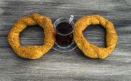 Τουρκικό bagel, bagel σουσαμιού, τριζάτο bagel, bagels της Τουρκίας, bagels στις διάφορες έννοιες, τσάι και pretzels εικόνες Στοκ εικόνες με δικαίωμα ελεύθερης χρήσης