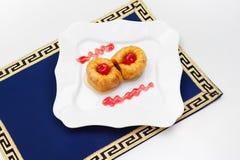 Τουρκικό baklava, γλυκά της Μέσης Ανατολής με τη μαρμελάδα επάνω στοκ εικόνες