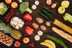 τους καρπούς που τίθενται τα λαχανικά Στοκ φωτογραφία με δικαίωμα ελεύθερης χρήσης