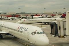 Του δέλτα αεροσκάφη στην Ατλάντα Στοκ φωτογραφίες με δικαίωμα ελεύθερης χρήσης
