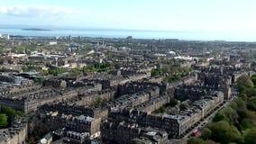 Του Εδιμβούργου πόλεων εναέριος πυροβολισμός ημέρας κωμοπόλεων της Σκωτίας ιστορικός απόθεμα βίντεο