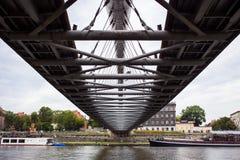 10 του Ιουλίου του 2017 Κρακοβία, Πολωνία-γέφυρα πέρα από τον ποταμό Vistula σε Krak Στοκ εικόνα με δικαίωμα ελεύθερης χρήσης