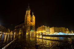 11 του Ιουλίου του 2017 - Πολωνία, Κρακοβία Τετράγωνο αγοράς τη νύχτα Ο κεντρικός αγωγός Στοκ φωτογραφία με δικαίωμα ελεύθερης χρήσης