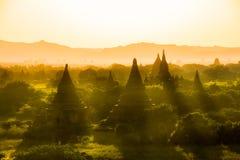Του Μιανμάρ bagan ειδωλολατρικό βασίλειο ταξιδιού της Βιρμανίας ναών ελαφρύ Στοκ Φωτογραφίες