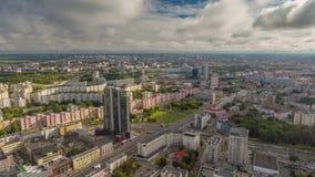 Του Μινσκ πόλεων θερινής ημέρας βροχερό χρονικό σφάλμα Λευκορωσία πανοράματος σύννεφων εναέριο 4k απόθεμα βίντεο