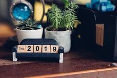 του 2019 νέο σχέδιο αριθμού φραγμών έτους ξύλινο στοκ φωτογραφία με δικαίωμα ελεύθερης χρήσης