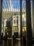 Του Ντουμπάι σχέδιο και καφετερίες λεωφόρων πανέμορφο εσωτερικό στοκ εικόνα με δικαίωμα ελεύθερης χρήσης
