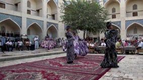 Του Ουζμπεκιστάν επίδειξη μόδας φιλμ μικρού μήκους