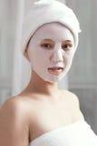Του προσώπου μάσκα για τη νέα κυρία στη SPA Στοκ φωτογραφία με δικαίωμα ελεύθερης χρήσης
