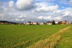 Του χωριού άποψη Pivka Postojna, περιοχή της Σλοβενίας Prestranek του Λουμπλιάνα Notranjska Στοκ Εικόνες