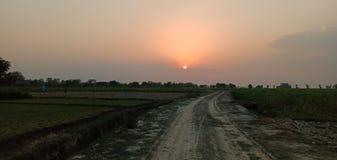 Του χωριού δρόμος βραδιού στοκ εικόνα