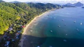Του χωριού λιμένας με τις παραδοσιακές φιλιππινέζικες βάρκες Στοκ Φωτογραφία