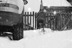 Του χωριού χειμώνας αυτοκινήτων Στοκ εικόνα με δικαίωμα ελεύθερης χρήσης