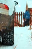 Του χωριού χειμώνας αυτοκινήτων Στοκ φωτογραφία με δικαίωμα ελεύθερης χρήσης