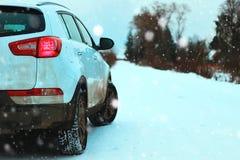 Του χωριού χειμώνας αυτοκινήτων Στοκ Εικόνες