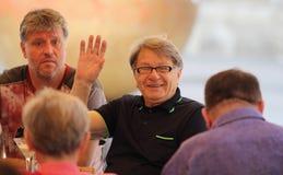 Του Miroslav Blazevic Waves To The δημοσιογράφος Στοκ φωτογραφίες με δικαίωμα ελεύθερης χρήσης