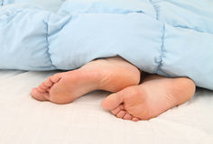 του s πόδια γυναικών ύπνου Στοκ φωτογραφία με δικαίωμα ελεύθερης χρήσης