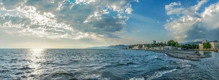 Του Sochi σύννεφων θερινών πόλεων κτηρίων αστικό panoram της Ρωσίας θάλασσας μαύρο Στοκ φωτογραφίες με δικαίωμα ελεύθερης χρήσης