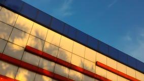τούβλα που χτίζουν το παλαιό κόκκινο προσόψεων Στοκ φωτογραφία με δικαίωμα ελεύθερης χρήσης