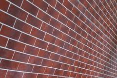 Τούβλινος τοίχος ως υπόβαθρο ή σκηνικό Άποψη διαγωνίως Στοκ Φωτογραφίες
