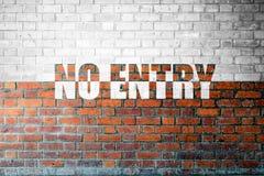 Τούβλινη σύσταση τοίχων με μια λέξη καμία είσοδος Στοκ φωτογραφία με δικαίωμα ελεύθερης χρήσης