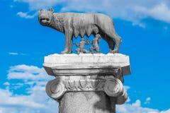 Το άγαλμα αυτή-λύκων που περιποιείται Romulus και Remus, ιδρυτές της Ρώμης στοκ φωτογραφίες