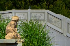 Το άγαλμα πιθήκων τεμπελιάζει ενός στοκ φωτογραφίες
